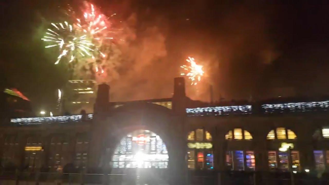 Feuerwerk Silvester 2018 Hamburg Hafen Um 0000 Uhr