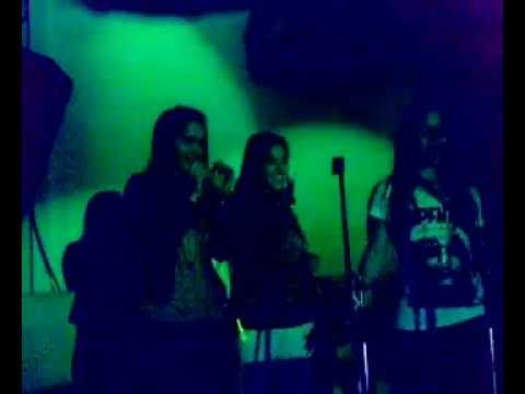 Karaoke en Kimia!! (singing at a nightclub in palermo)