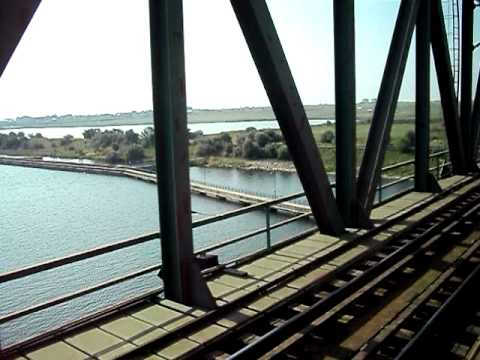 Tren sezonier romanesc trecand dunarea / Romanian summer-train passing Danube [CFR]