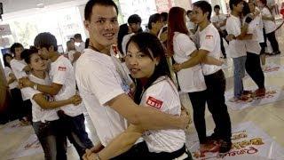 В Таиланде прошли соревнования по самому долгому объятию (новости)