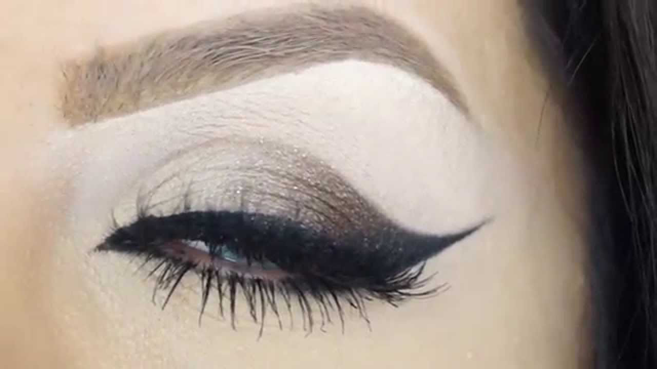 How To Cat Eye Liner In Few Steps Makeup By Ani Youtube