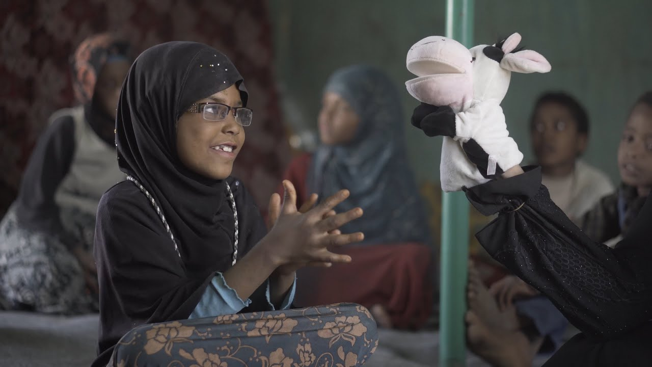 Yemeni children learning to fight diseases through puppets