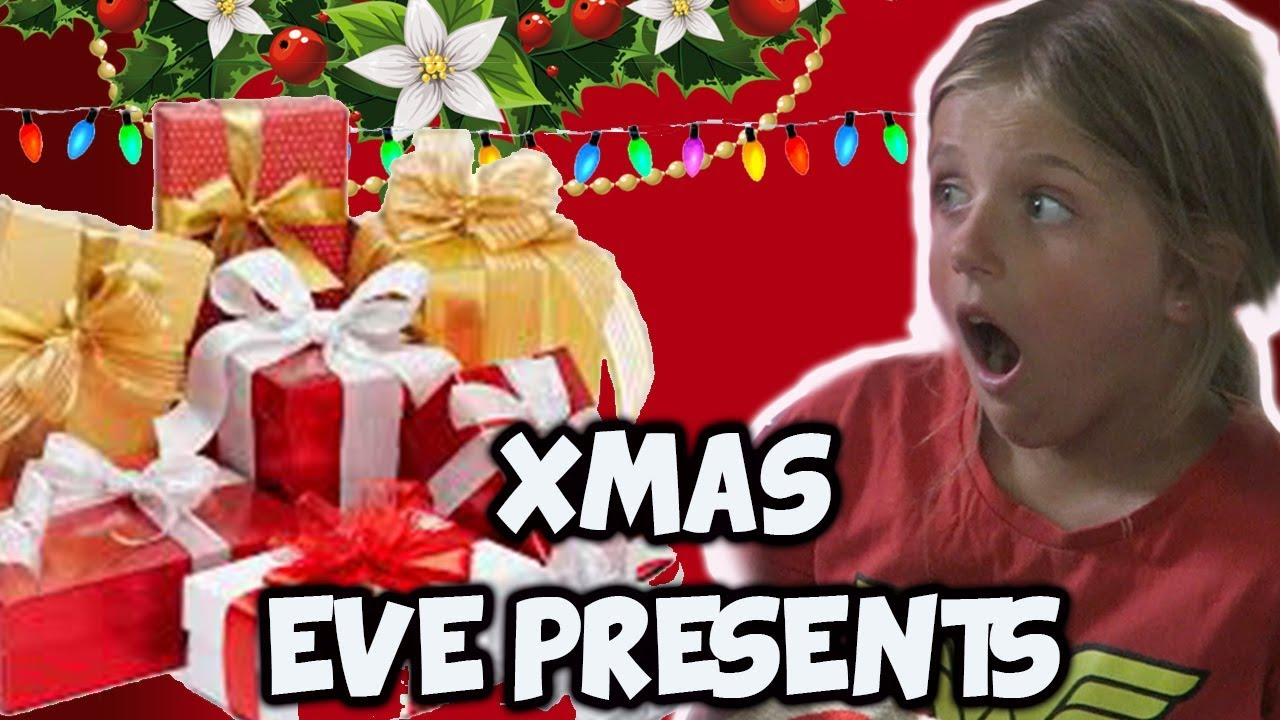 OPENING PRESENTS on CHRISTMAS EVE 2017 | SIBLING & NANNY GIFT ...