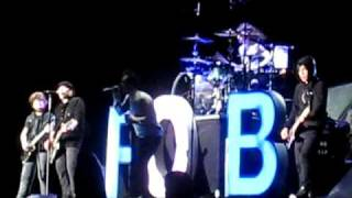 Fall Out Boy & Brendon Urie - Don't Stop Believin' (Journey cover) - Hershey Park, PA - 8/12/09