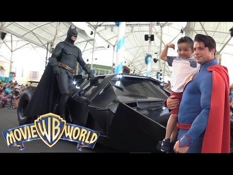 Meeting Our Favorite Superheroes Batman Superman At Warner Bros Movie World Theme Park Ckn Toys