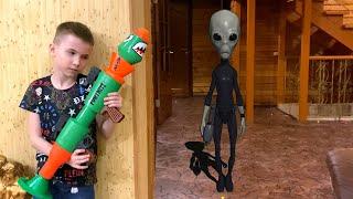 Нерф базука против пришельца который вторгся в дом