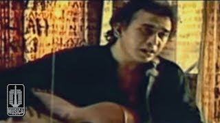 Download Lagu Iwan Fals - Aku Bukan Pilihan (Official Karaoke Video) mp3
