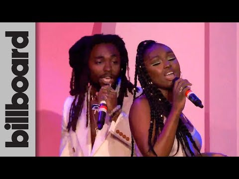 tiana-major9-&-earthgang-perform-'collide'-live!-|-women-in-music