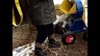 видео Очистка участка от деревьев и кустарников в Москве и области