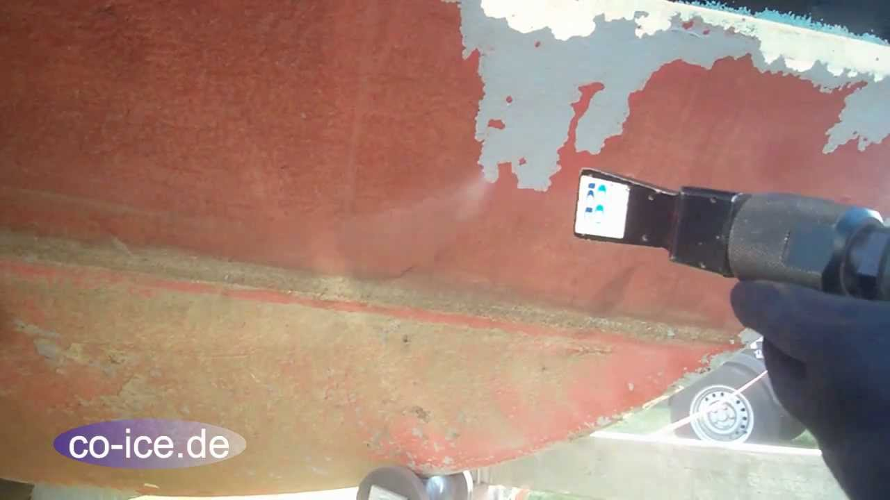 Antifouling und Farbe beim Boot mit Trockeneis entfernen - YouTube