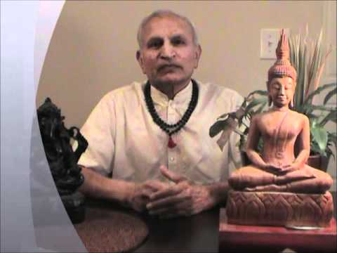 Yogi Shanti Desai explains the difference between meditation and concentration.wmv