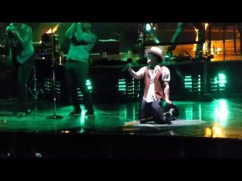 Bruno Mars - Gorilla - Moonshine Jungle Tour - London o2 Arena