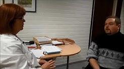 M1-lähetteen tekeminen, lääkäri haastattelee vastaanotolle tullutta potilasta