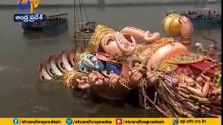Khairatabad Ganesh Idol Immersion | Ganapati Bappa takes the dip | Hyderabad