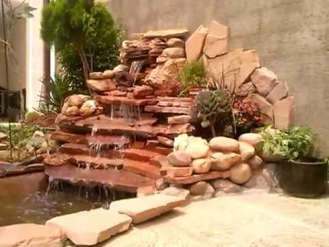 Estanque para peces con cascada artificial 1 youtube for Cascadas en piedra para jardines
