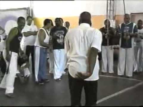 Mestre Celso do Engenho visita a Escola de Capoeiragem Senzala