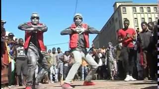 Jamais visto em Mocambique.  O melhor da arte nas ruas de Maputo  ROBOTIZZY Shonguile Arte  Estatuas