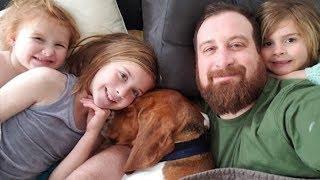 Спасенный пес принялся истошно лаять, и многодетный отец понял, что в доме затаилась опасность
