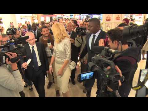 Jerry Hall Lights Up The Christmas Tree At Galeries Lafayette In Paris