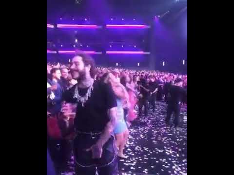 Post Malone Dancing To Shania Twain At The AMAS2019