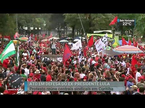 Ato em defesa de Lula reúne militantes em Curitiba | SBT Brasil (01/05/18)