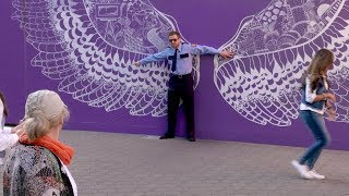 Download Ellen's Fake Security Guard Prank Mp3 and Videos