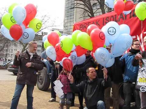 Intern.  Tag für Roma 8.4.2013 , Berlin Oranienplatz, Lufballon-Aktion