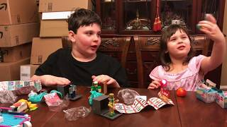UNBOXING TOYS! Roblox and Num Noms.