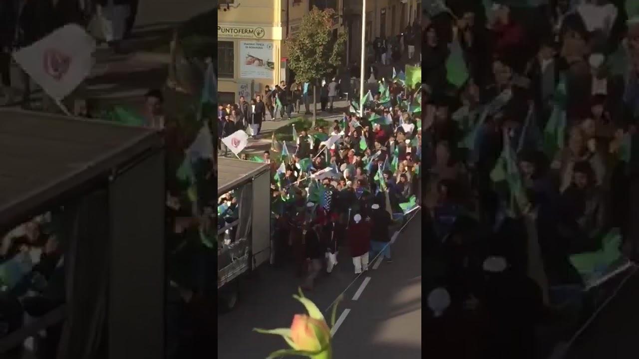 """Brescia: sfilata islamica al grido di """"Allah akbar"""""""