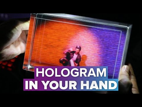 Looking Glass holographic display lets you play with 3D content