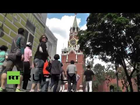 Russia: Kremlin's Spasskaya Tower opens gates to public for first time in decades