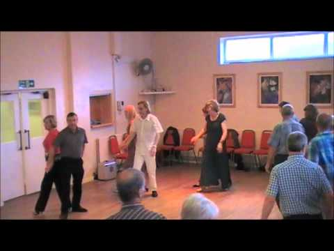 Bill & Betty Whitby - Sequence Dance Saunter Shiraz.wmv