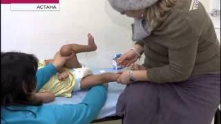 В Астане иглоукалывание поставило на ноги малыша с ДЦП