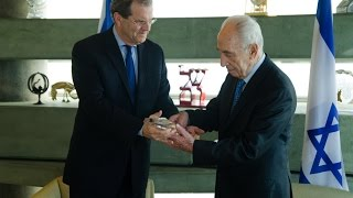 Presenting President Peres with the Metropolitan Chrysostomos Award