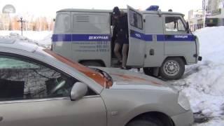 Членам штаба Навального залили дверь пеной и обили краской автомобили