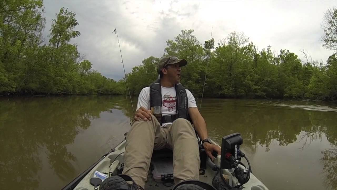 Kayaker fishing for Catfish gets a Surprise