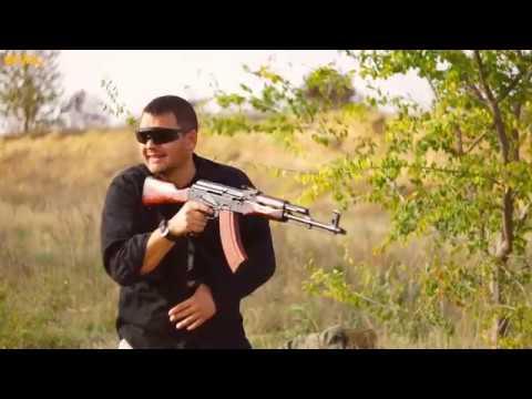 видео: ak vs ar: стрельба одной рукой