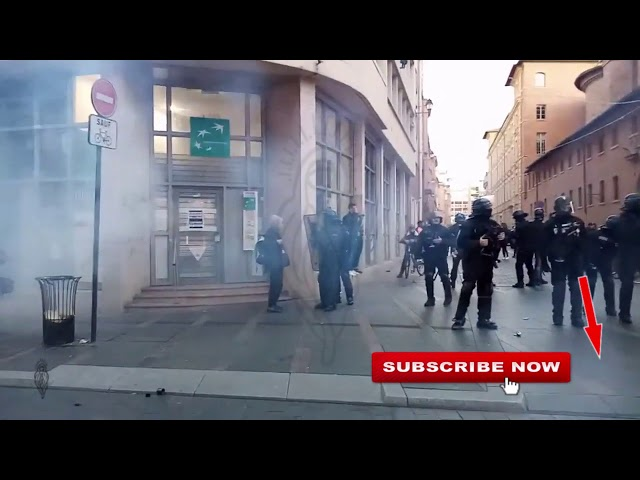 Guy is pushed, more gassing, Gilets Jaunes Yellow Vests Toulouse, 11/01/20, live 3 cut 11