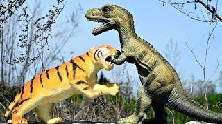 Big Tiger vs Giant T Rex Dinosaur Animals Toys Battle