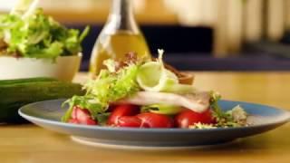 Ароматный салат с копченой форелью из Big Green Egg от шеф-повара Юрия Приемского(, 2017-04-27T09:09:24.000Z)