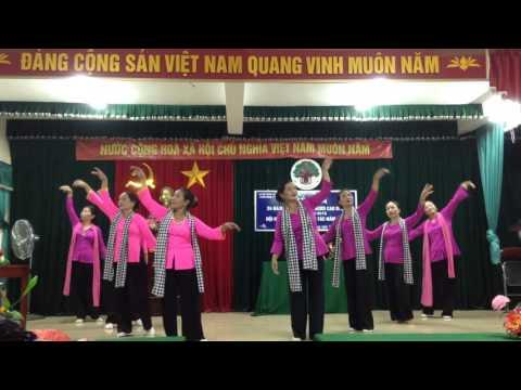 Đội văn ngệ thôn bình vọng múa dáng đứng bến tre