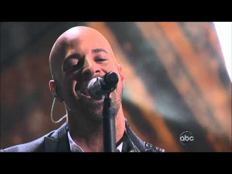 Daughtry interview and performance of Crawling Back to You at the AMAs