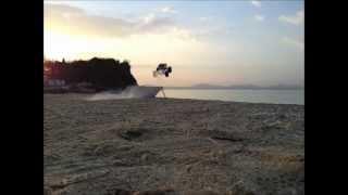 ジャンプ!ヤバっ 砂浜!ヤバっ.