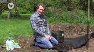 Stop and block weeds in the garden - tips to keeping down weeds from Hartman and David Domoney