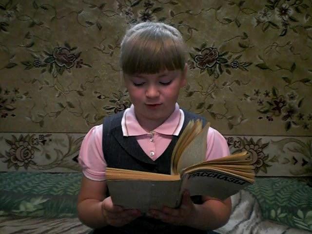 Изображение предпросмотра прочтения – ВероникаСергеева читает произведение «Крохотки: Отражение в воде» А.И.Солженицына