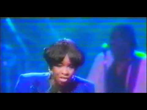Gladys Knight - End of the Road Medley (LIVE)