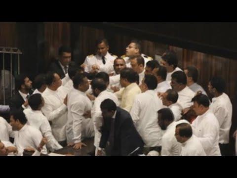 A puñetazos en el Parlamento de Sri Lanka