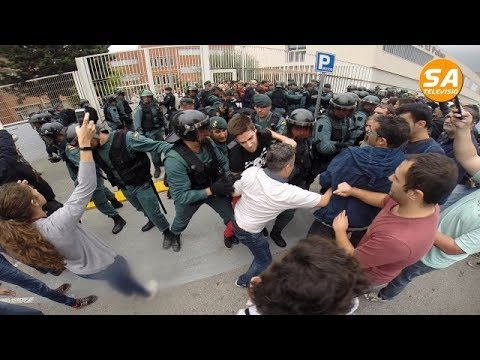 Actuació guàrdia civil centres electorals sant Andreu