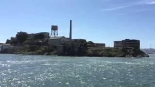 アルカトラス刑務所を観光船から.