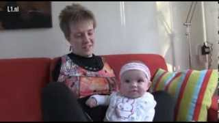 L1TV: Moeder zonder armen voedt baby op